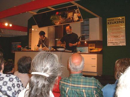 Kookdemonstratie op de Pasar Malam Den Haag in 2004