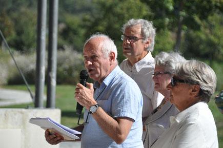 Parmi les personnalités qui participaient à la Déambul'Action : de gauche à droite, Gérard Lancosme (Alertes) Claude Fages (Isère Gérontologie) Claudie Pernin (Alertes) et Laura Bonnefoy (Conseil Départemental Isère)