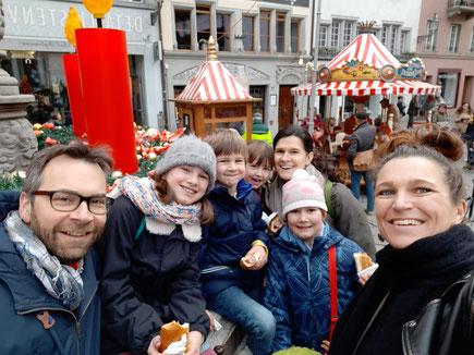 Auf dem Weihnachtsmarkt in Luzern