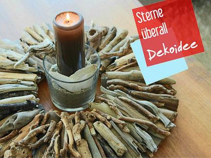 Dekoidee: Tischdekoration aus einem braunem  Holz Kranz und Kerze im Windlicht