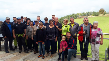 Am Bild Obmann Reinhold Pirker mit dem Vorstandsteam und Mitgliedern sowie Sportlern des  RC Mondi Frantschach beim Wandertag (Foto: RC Mondi Frantschach)