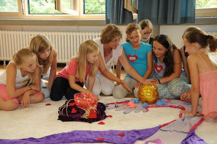 """Workshop """"Zyklusshow"""", © MFM Deutschland e.V."""
