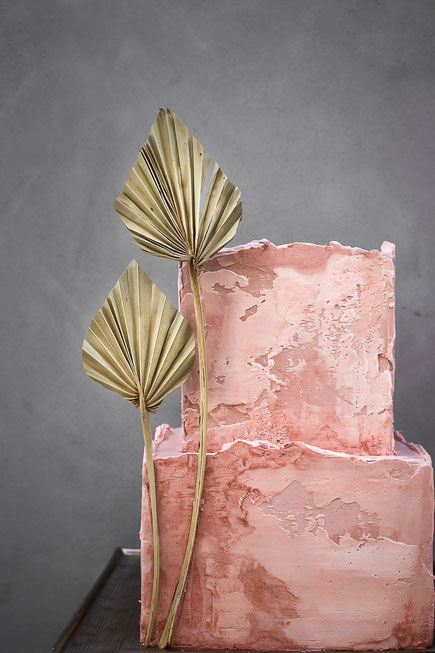 Moderne Hochzeitstorte Saarland Luxemburg stilvoll einzigartig Naked Cake Semi Naked Cake