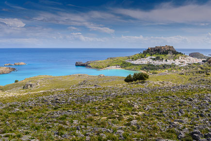 Blick auf das berühmte Lindos an der Ostküste von Rhodos