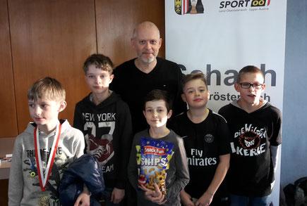 Landesmeister Maxi Stadlbauer, Jan-Niclas Hartl, Kilian Ullmann, Markus Heimberger und Florian Rupaner mit ihrem stolzen Trainer