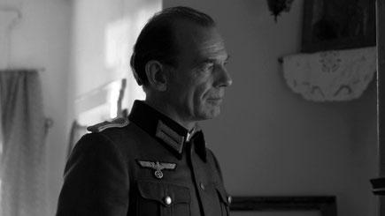 """Мартин Вуттке в роли немецкого офицера. Кадр из фильма """"Чтобы кончилась война"""". АиФ Европа"""