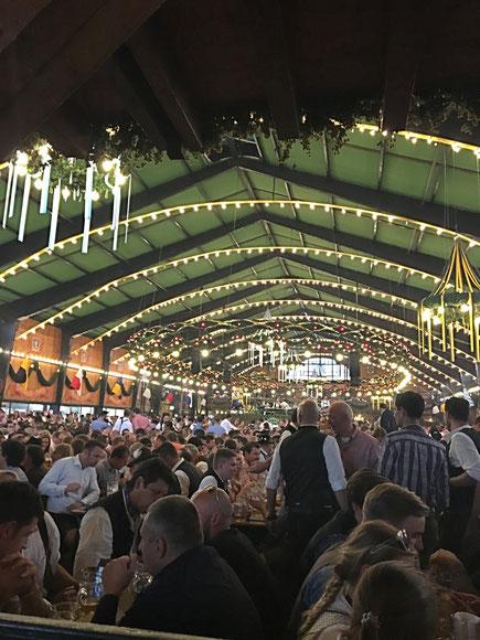 Monaco di Baviera Germania Oktoberfest Capannone Festa della birra ottobre