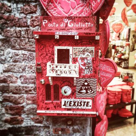 Verona Casa di Giulietta Capuleti posta di Giulietta cassetta postale lettere Veneto Italia Juliet Club Club di Giulietta
