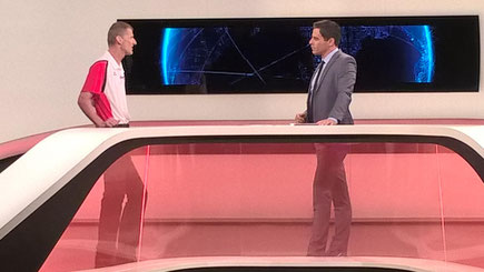 im ZIB 24 Studio mit Moderator Roman Rafreider