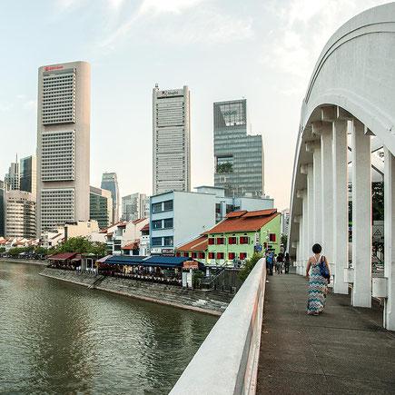 Reisefotografie: Singapore River Bridge. Nikon D200. Nikkor 16-85 mm. Foto: Dr. Klaus Schoerner