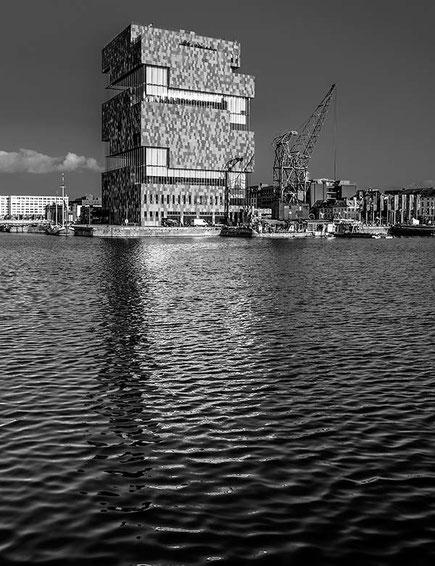 """MAS, """"Museum aan de Stroom"""", Antwerpen. AF-S Nikkor 28-70 mm, 1: 2,8 D ED 32 mm, NIKON D4, ISO 200, 1/80 Sek., Blende 11 . Foto: Dr. Klaus Schoerner"""