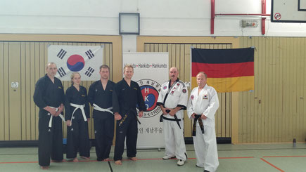 Auf dem Bild: Thorsten König, Yasmin Kempe, Timo Hartmann, Trainer Robin Dekker, Großmeister Josef Römers (Referent), Wolfgang Roszik (Referent)