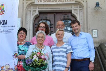Auf dem Foto von links nach rechts: Annelie Deckert, Marianne Jung, Elisabeth Kyek, Katrin Hellmich, Paul Herrmann Jacob, Claus Overlöper