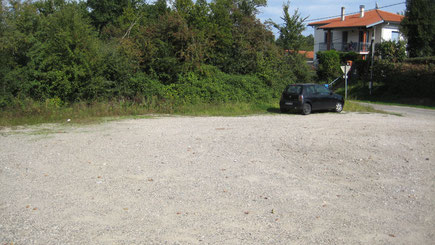 Parking pour les véhicules de type fourgon , camion.