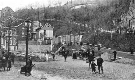 """Diese Aufnahme aus dem Jahr 1910 zeigt den Haasberg, der bekanntlich im Volksmund in drei Teile zerfällt: """"der auwe, der huge en der nöe Haasberg"""""""