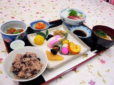 有料老人ホームプレジール春日のおせち料理です