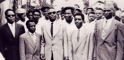 Les leaders de l'UPC. De gauche à droite, au premier plan: Osendé Afana, Abel Kingué, Ruben Um Nyobè, Félix-Roland Moumié, Ernest Ouandié