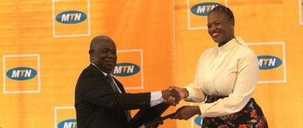 Echange de documents entre le Président de la LFPC et le DG de MTN Cameroon