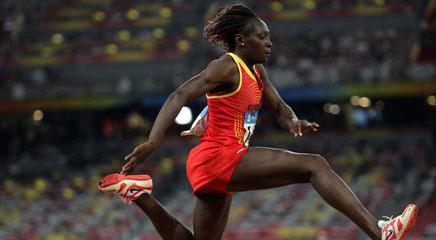 Le saut victorieux de Françoise Mbango à Beijing
