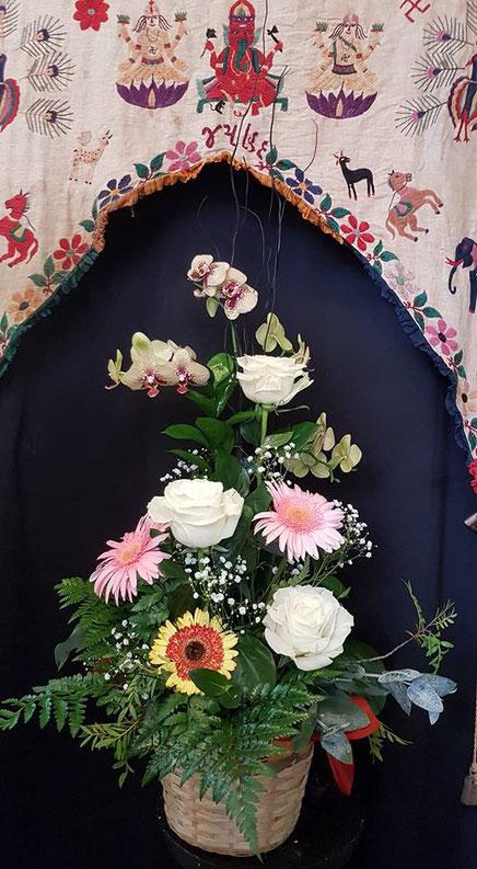 Cesta de flores grande con orquídea phalaenopsis ref C12 PVP 70€