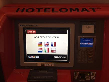 Um self-service check-in num hotel em Heidelberg.