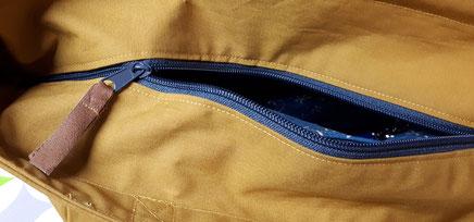 Nähschule ganz vernaht, Tasche in beige mit blauem Reisverschluss