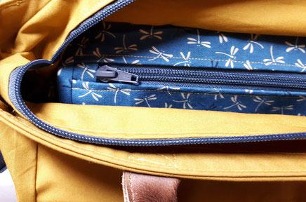 Nähschule ganz vernaht, Tasche in beige mit blauem Reisverschluss und Innenfutter