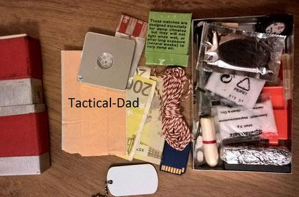 Survialkit vom Tactical-Dad: Gold, Geld, SD-Karte, Esbit, Pfeife, Signalspiegel, Tampon...