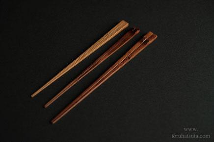 左から、胡麻竹の箸、煤竹箸、煤竹の取り箸