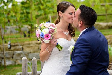 Fabian Weber Fotografie, Hochzeit, Hochzeitsreportage, Hochzeitsfotograf, Hochzeitsshooting, Wedding, love, kiss, flower,