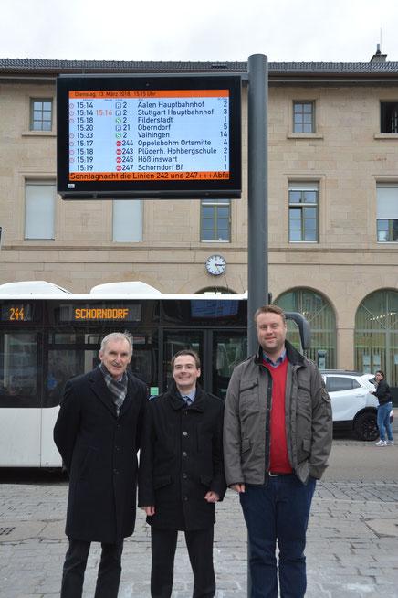 Die Fachbereichsleiter Stadtentwicklung und Baurecht Manfred Beier und Jan Grube stellen die Anzeiger zusammen mit Christian Beck vom Verband Region Stuttgart vor (Bild: www.schorndorf.de)