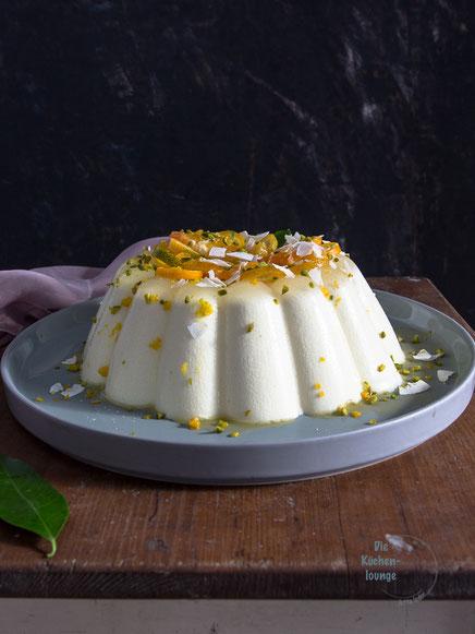 Buttermilch-Panna cotta mit Kumquats und Blutorange