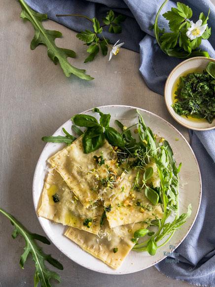 Gefüllte Ravioli mit Grillgemüse, Rucola und Gemüse