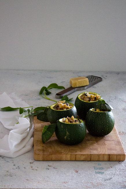 gefüllte Zucchini mit Parmesancrumble