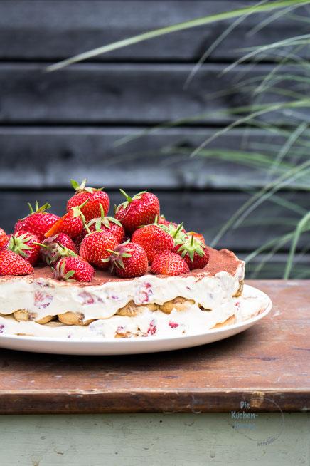 Sommerliche Erdbeertiramisu Torte
