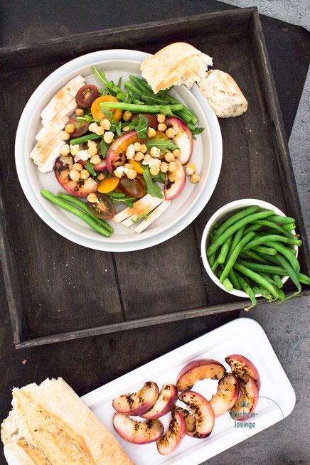 Gegrillte Nektarinen Mut Pute und Salat
