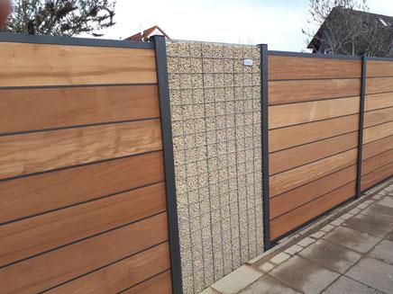 Splittgabionen gepaart mit technisch getrocknetem Aspenholz - Sichtschutzzaun mit einem gefälligem Material Mix von GreenFairway e.K.