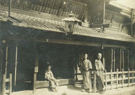 明治中期頃の薬舗武田の店頭