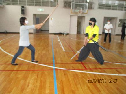 女武将と男武将の激闘 面皰の代わりにマスクをしています