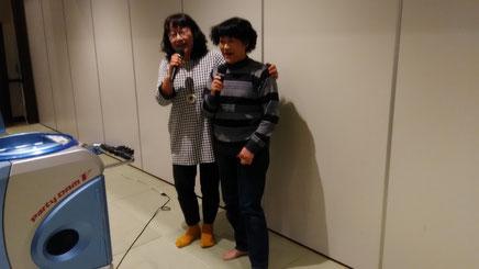 カラオケ大会 左は北条太鼓の女王府川さん、右は鎌倉の歌姫守屋さんのデュエット