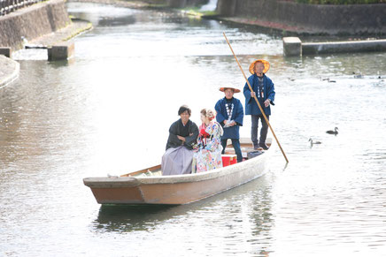 栃木蔵の街での花嫁舟