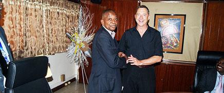 Le DGA, Charles Moukoko NJoh avec la délégation américaine