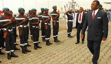 Revue des troupes par le ministre Mebé Ngo'o
