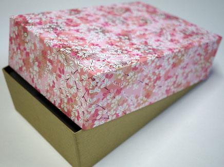 千代紙と民藝紙を使って別注で作製したUS向けの貼り箱
