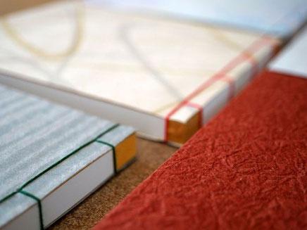 和紙を使って別注で作製した和本ノートは手加工で綴じています