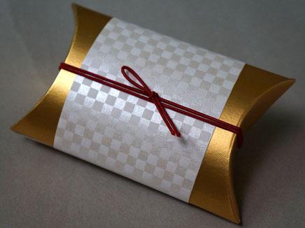 鳥の子紙に市松柄をシルク印刷して商品用の掛け紙を作製しました