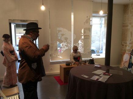 パリデザインウィーク2015に出展した和でモダンなデザインを切り抜いた大判和紙