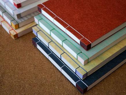 各種和紙を使って手加工で作製した和綴じの和本ノート