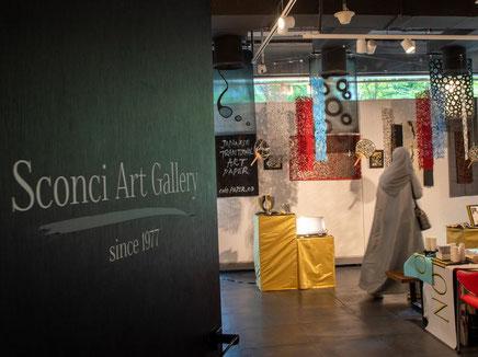 ドバイ・デザイン・ディストリクトにあるアートギャラリーが展示会場でした