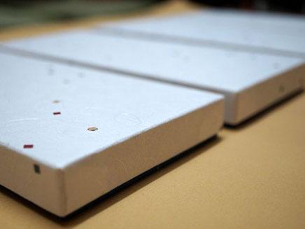 2種類の和紙を使ってかぶせ型の貼り箱を別注で作製しました